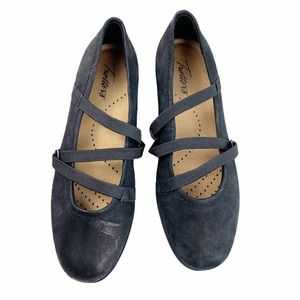 Trotters Della Strappy Ballet Flats Black Leather